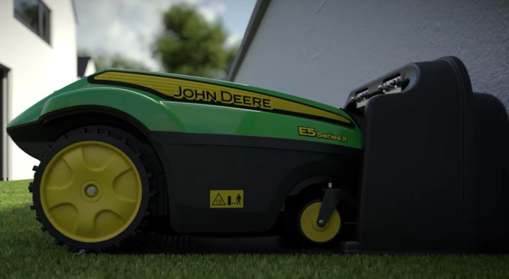 Autocharge Tango robot lawn mower